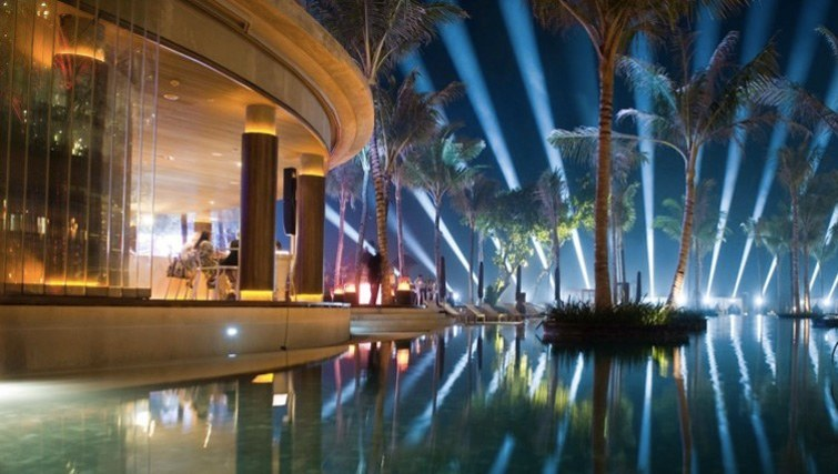 Bali 39 s best bars and clubs to chill on the beach for W hotel bali interior design
