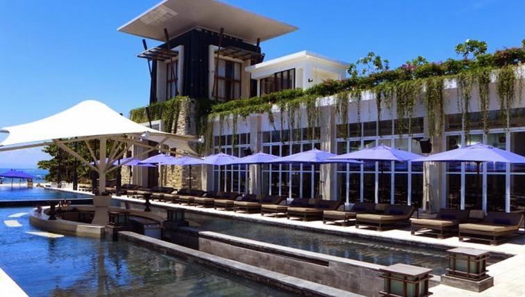 The Pool bar at Sakala