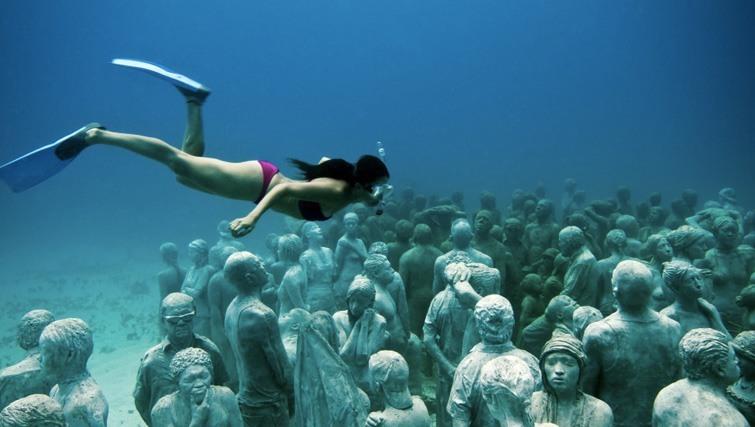 bask gili meno underwater sculpure