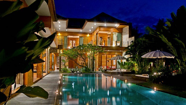 4 bedroom pool villa for rent seminyak bali